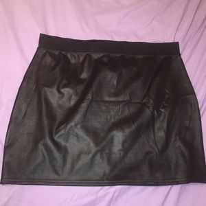 New look Black leather look plus size mini skirt